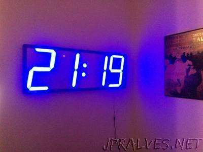 Big, auto dim, room clock (using arduino and WS2811)