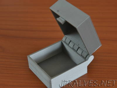 Hinged Box With Latch, Somewhat Parametric and Printable In One Piece