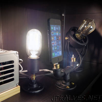 Arduino Controlled Phone Dock With Lamps