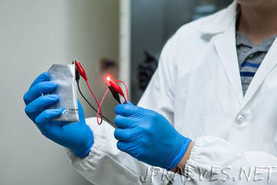 Ultrafast Rechargeable Aluminum-Ion Battery