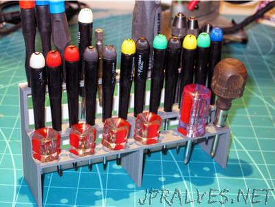 Tool Shelf for the Bench (parametric)