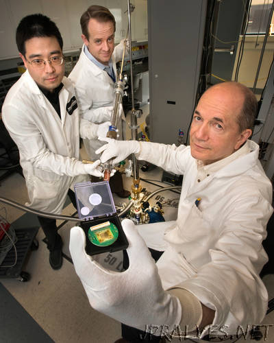 Brookhaven Scientists Study Role of 'Electrolyte Gating' in Functional Oxide Materials