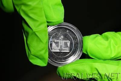 Building a graphene-based nanotube biosensor