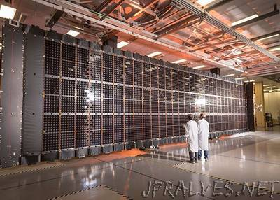 Lockheed Martin Completes First Flexible Solar Array for LM 2100 Satellite