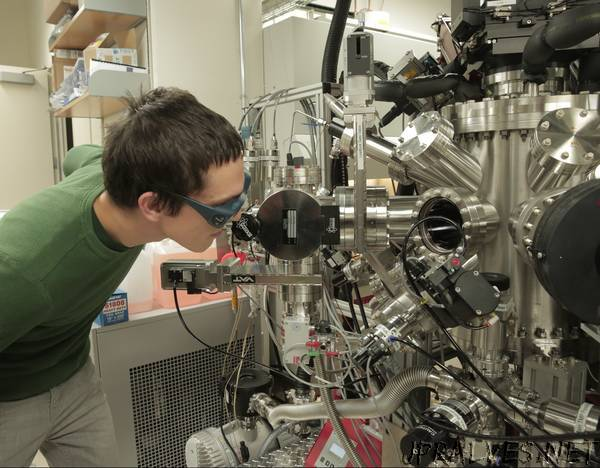 'Magnetoelectric' material shows promise as memory for electronics