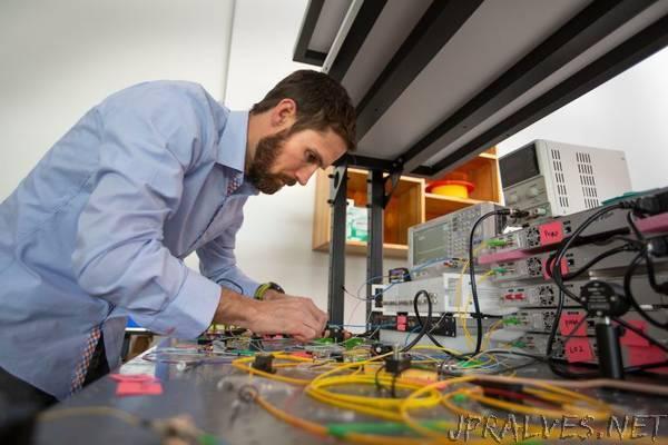 NAU scientist contributes to significant advance in silicon photonics