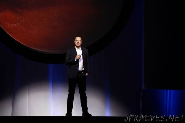 Elon Musk's SpaceX Wins FCC Approval to Deploy 7,518 Satellites