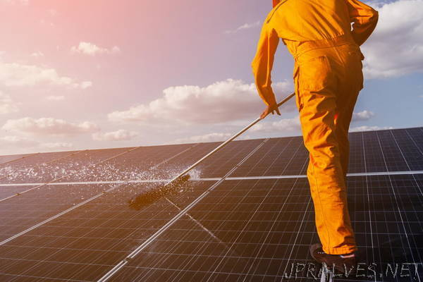No more dirt and dust: Nanotechnology solution for photovoltaic systems