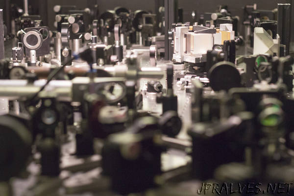 Quantum Tricks to Unveil the Secrets of Topological Materials