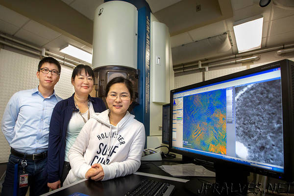 Across the spectrum: Researchers find way to stabilize color of light in next-gen material