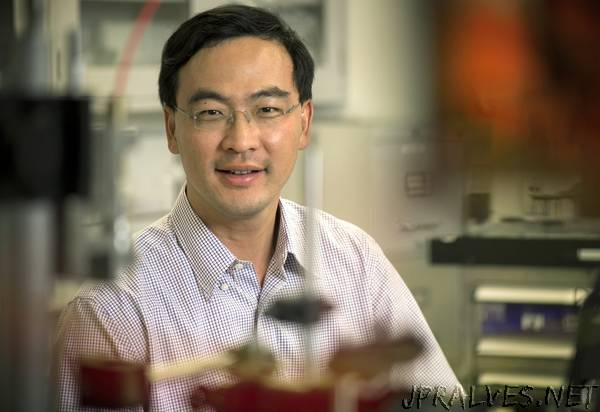 UTA researcher working to determine minimum energy use possible in lasers