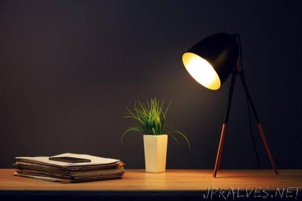 Powering devices - with a desk lamp?