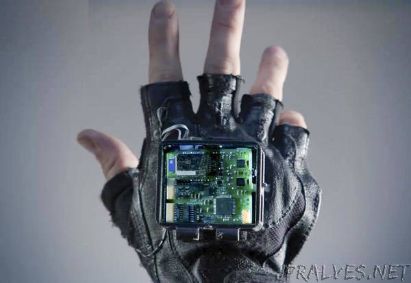 Stanford, Georgia Tech researchers build a glove to treat symptoms of stroke