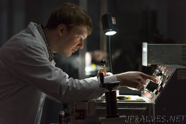 Scientists develop low-cost energy-efficient materials