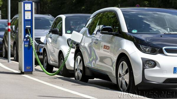 Bosch extends the service life of electric-vehicle batteries