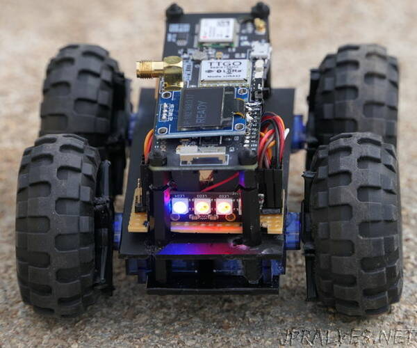 ESP32 Robot Using Servos